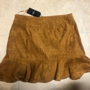 Brown skirt— perfect for fall